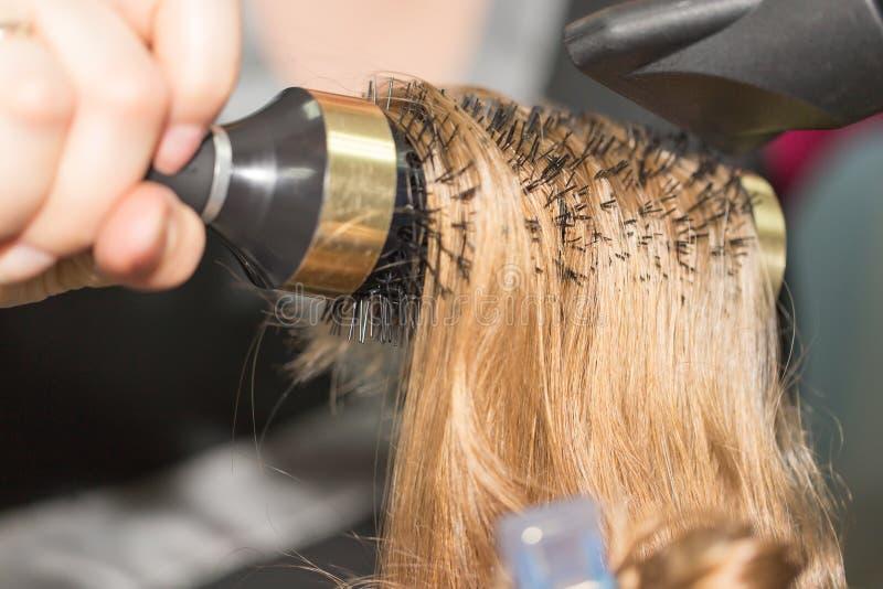 Utforma hårtorken i en skönhetsalong royaltyfri fotografi