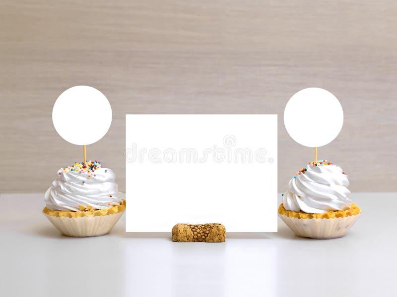 Utformad rund etikettmuffinmodell, meny, tabellnummer royaltyfria foton