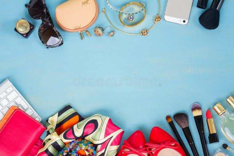 Utformat kvinnligt skrivbord royaltyfria bilder