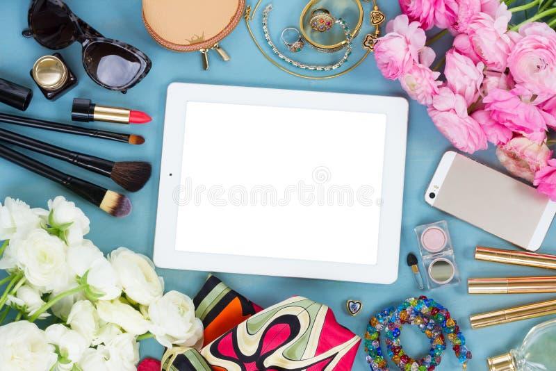 Utformat kvinnligt skrivbord royaltyfri foto