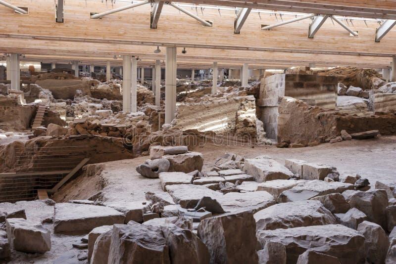 Utgrävning för Akrotiri arkeologisk platsmuseum nära den Fira Santorini ön arkivfoton