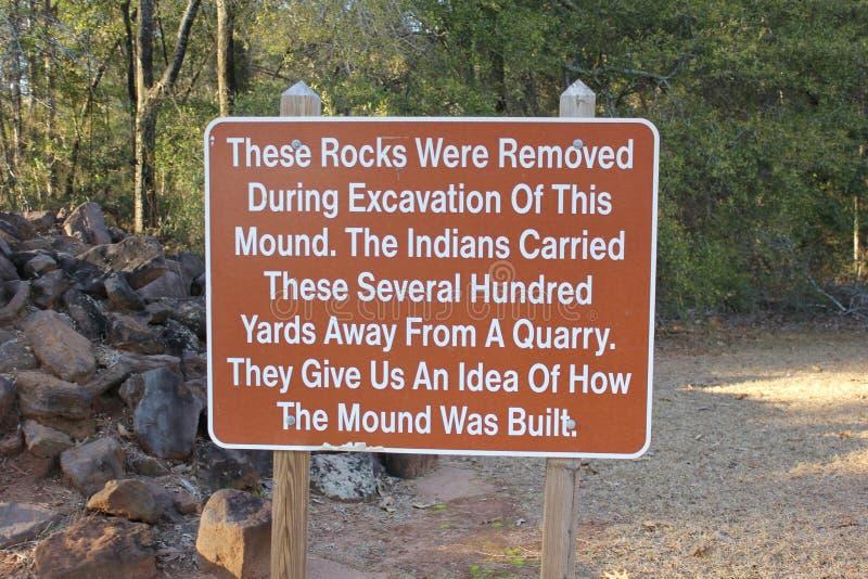 Utgrävningteckenbräde på den Kolomoki delstatsparken royaltyfria foton