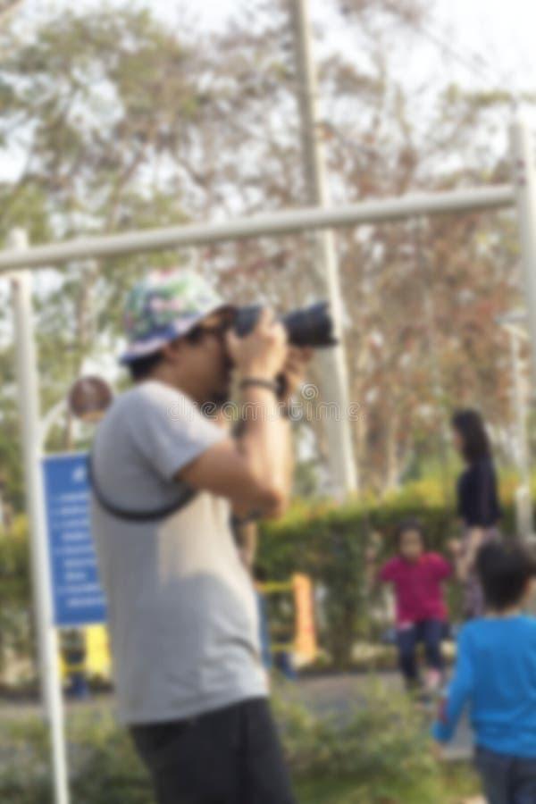 Utilisant un appareil-photo photographie stock libre de droits