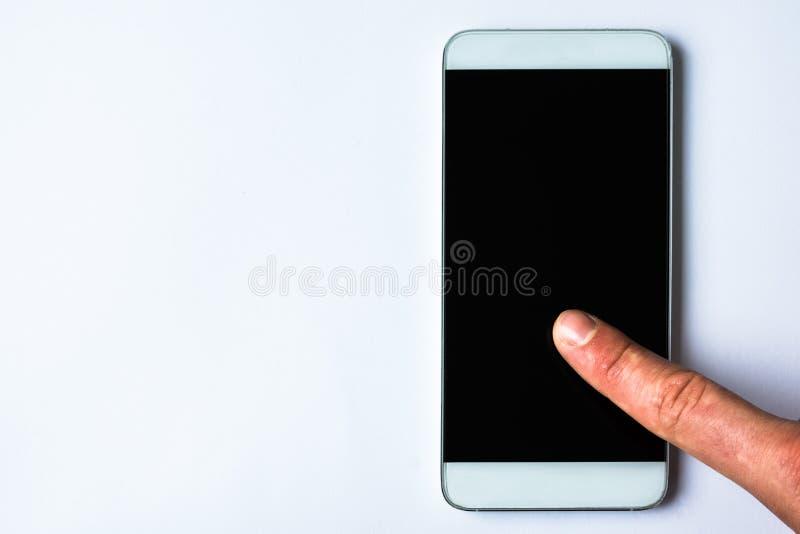 Utilisant un téléphone photographie stock libre de droits