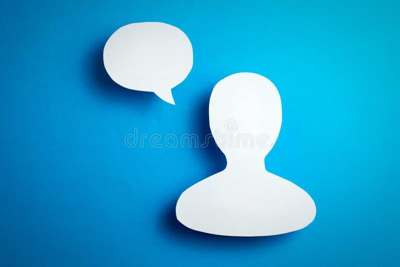 Utilisateurs des r?seaux sociaux bloguant et transmission de messages en ligne photographie stock libre de droits