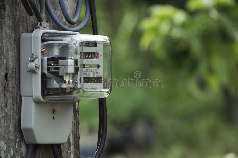 Utilisation de mesure de puissance de mètre de courant électrique Outil de mesure de mètre électrique de watt-heure avec l'espace photo stock