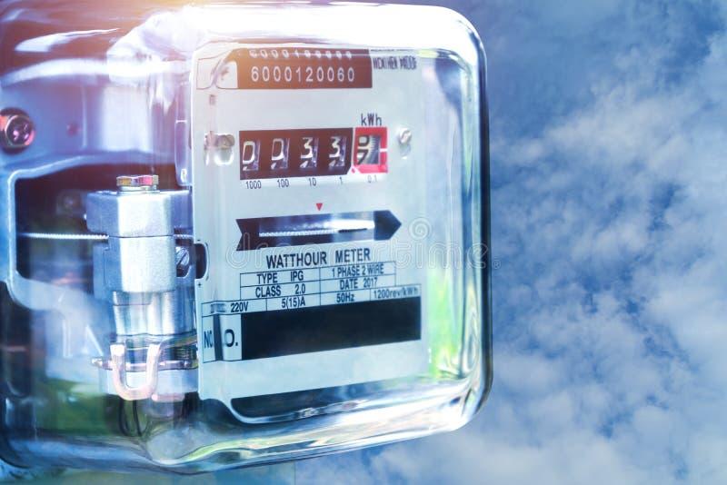Utilisation de mesure de puissance de mètre de courant électrique Watt-heure m électrique image libre de droits
