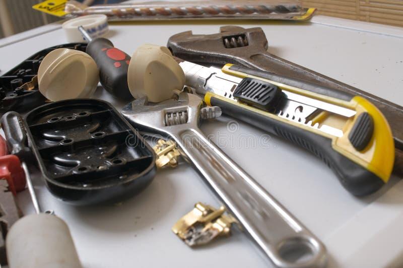 Utiliza ferramentas o trabajo em metal. fotos de stock