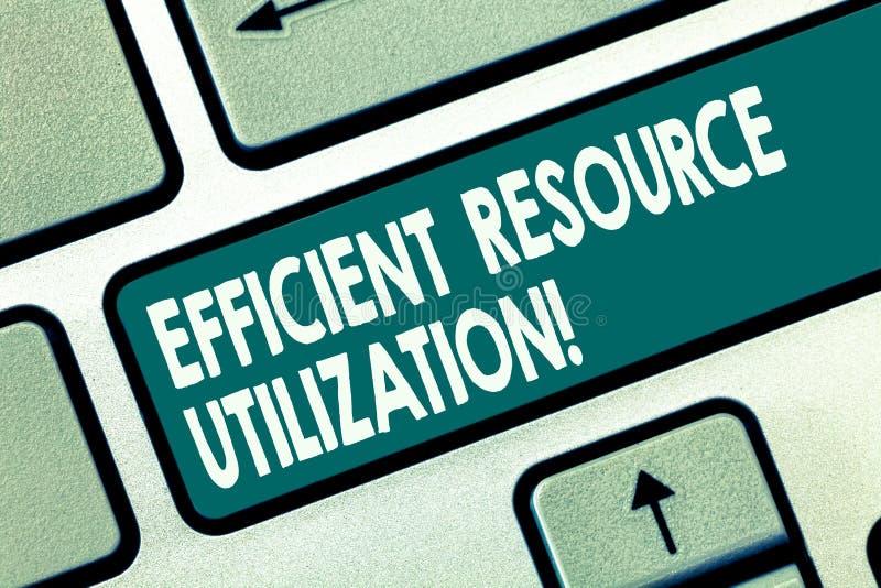 Utilización eficiente del recurso del texto de la escritura de la palabra Concepto del negocio para maximizar la llave de teclado fotografía de archivo