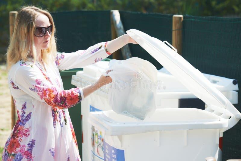Utilizzazione e riciclaggio separati dell'immondizia dei rifiuti immagini stock libere da diritti
