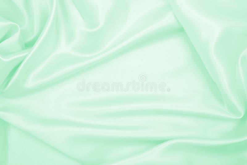 Utjämnad elegant grön silke eller platinluxuftväv som abstrakt bakgrund Luxurig bakgrundsdesign arkivfoto