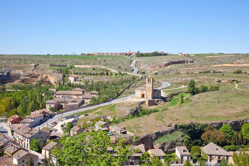 Utkant av staden Segovia och templet av riddarna Templar arkivbilder