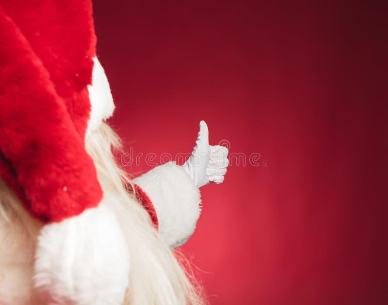 Utklippbaksidasikt av Santa Claus som gör det ok tecknet arkivbild