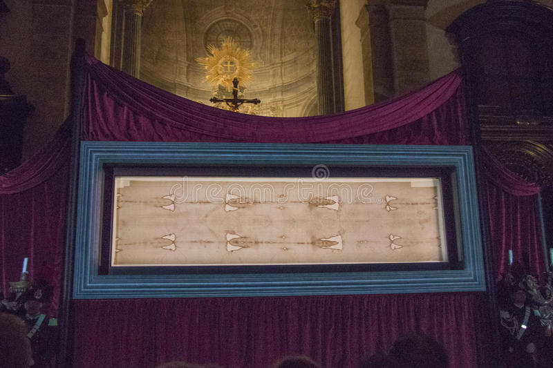 Utläggningen av omslaget av Turin i den Turin domkyrkan piedmont italy arkivfoto