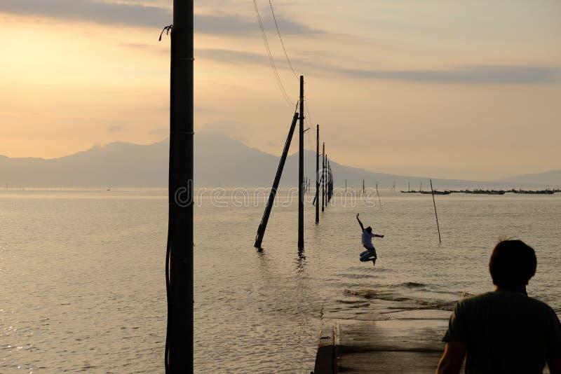 Uto, Sumiyoshi, Japón / 8 de septiembre de 2019: Nagabeta Fishery Tidal Road fotos de archivo
