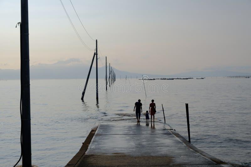 Uto, Sumiyoshi, Japón / 8 de setiembre de 2019ÃconstrucciónÃ' de carga ¼...Â¡Nagabeta Fishery Tidal Road fotografía de archivo libre de regalías