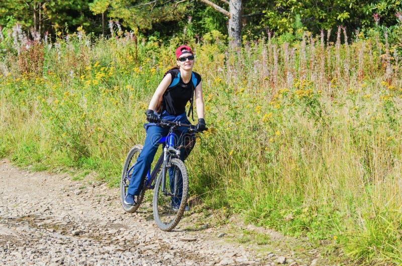 utomhus- aktivitet cyklar royaltyfria bilder