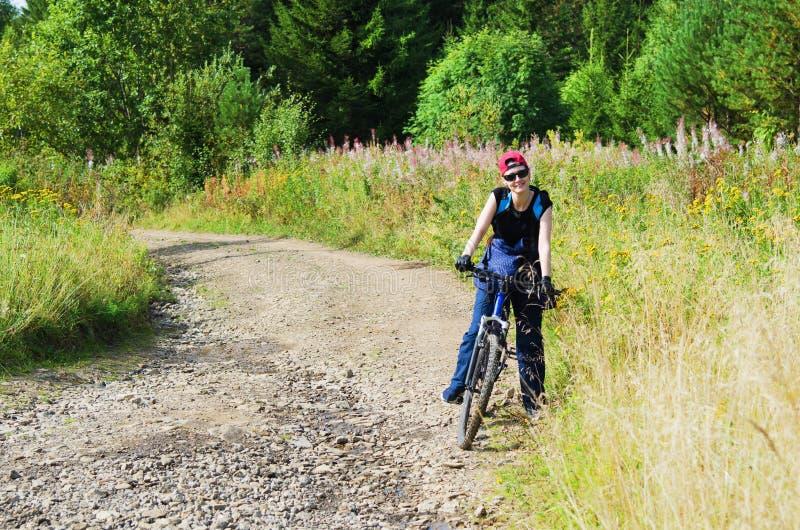 utomhus- aktivitet cyklar royaltyfri fotografi