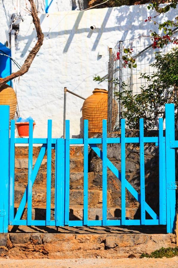Utomhus- bl?tt staket arkivbild