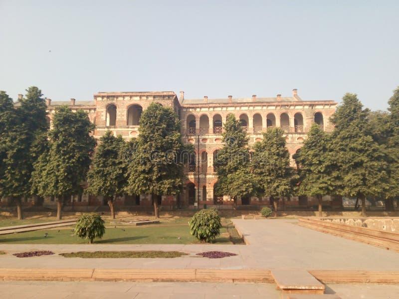 Utomhus- byggnad för rött fort i New Delhi, Indien royaltyfria bilder