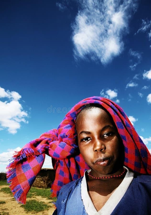 utomhus- dålig stående för afrikanskt barn royaltyfria foton