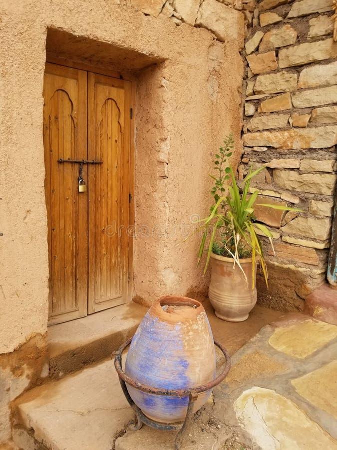 Utomhus- dekor - avlägset marockanskt byhus royaltyfri foto