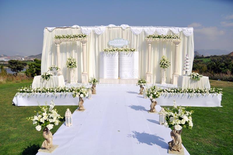 utomhus- etappbröllop royaltyfria foton