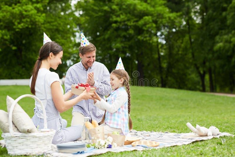 Utomhus- födelsedagparti royaltyfri bild