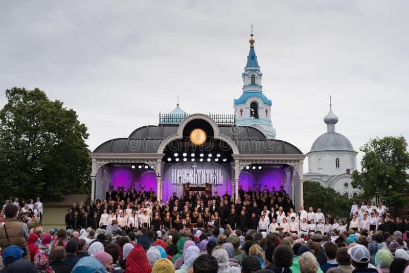 Utomhus- festival av ortodoxt sjunga royaltyfri bild