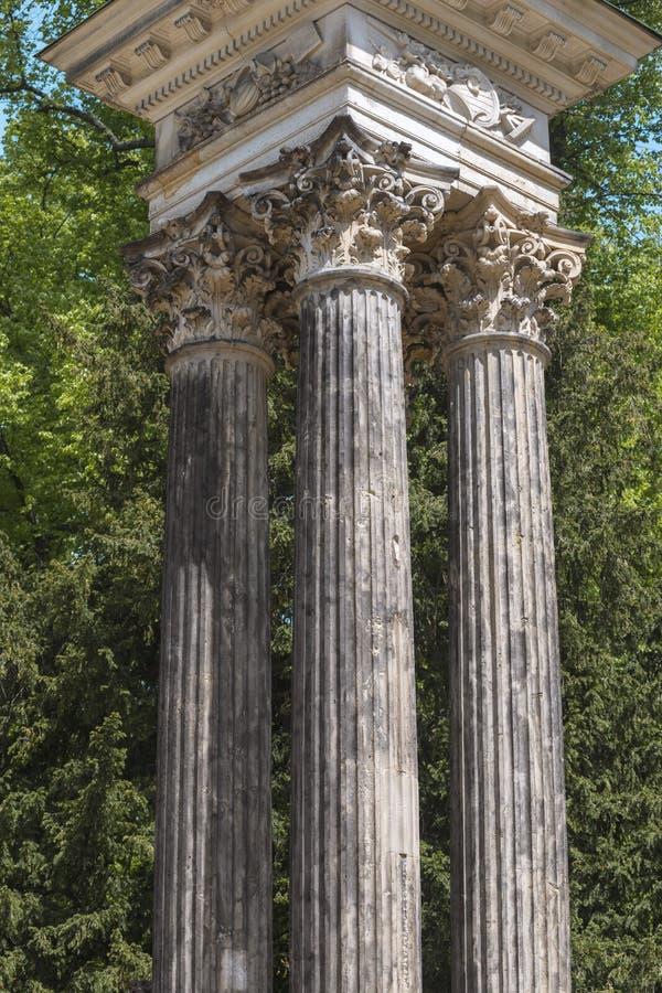 Utomhus- forntida kolonner arkivfoton