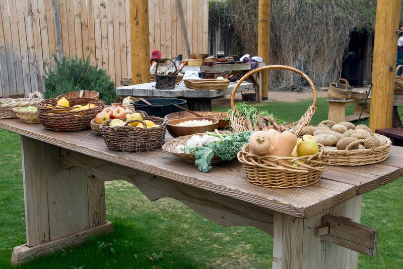 Utomhus- köksbord för gammal vilda västernbanbrytare royaltyfria bilder