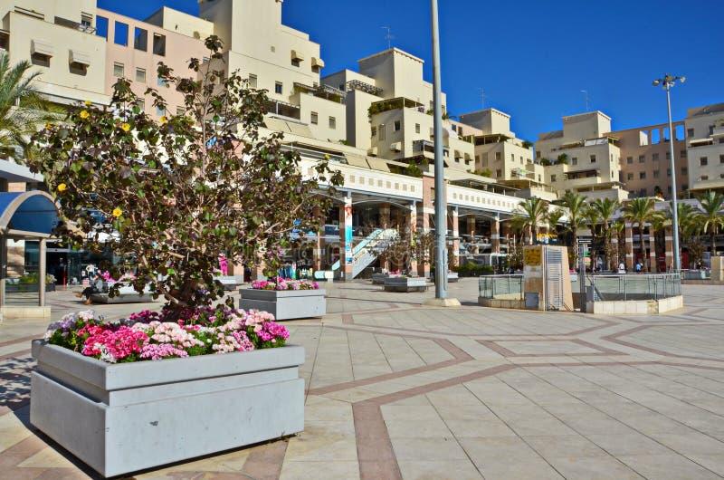 Utomhus- köpcentrum i Kfar Saba, Israel arkivfoton