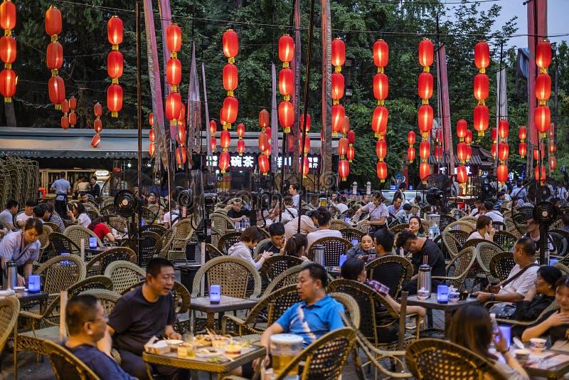 Utomhus- kafé i Jinli den forntida staden, Chengdu royaltyfri foto