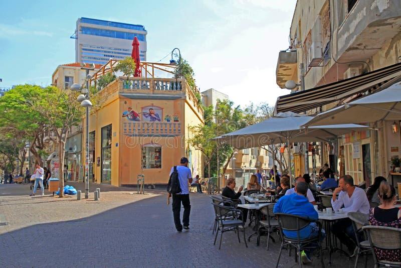 Utomhus- kafé på det Nahalat Binyamin området, Tel Aviv, Israel royaltyfria foton