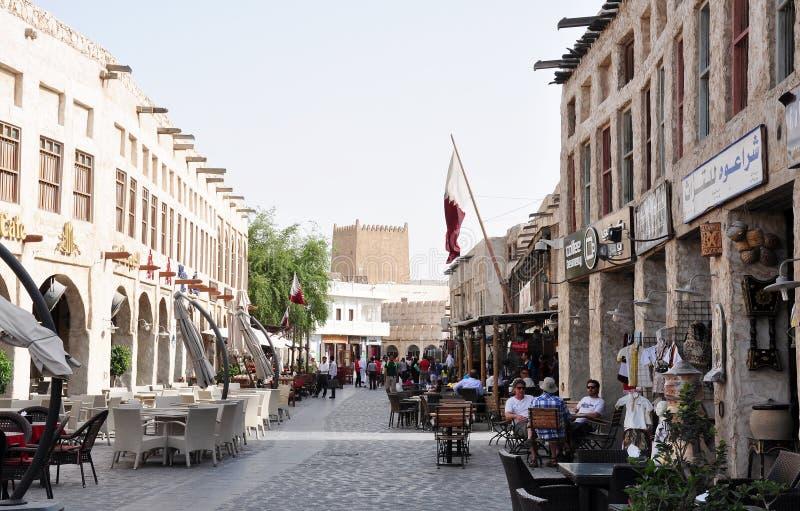 Utomhus- kafé & restaurang på Souq Waqif, Doha, Qatar royaltyfria bilder