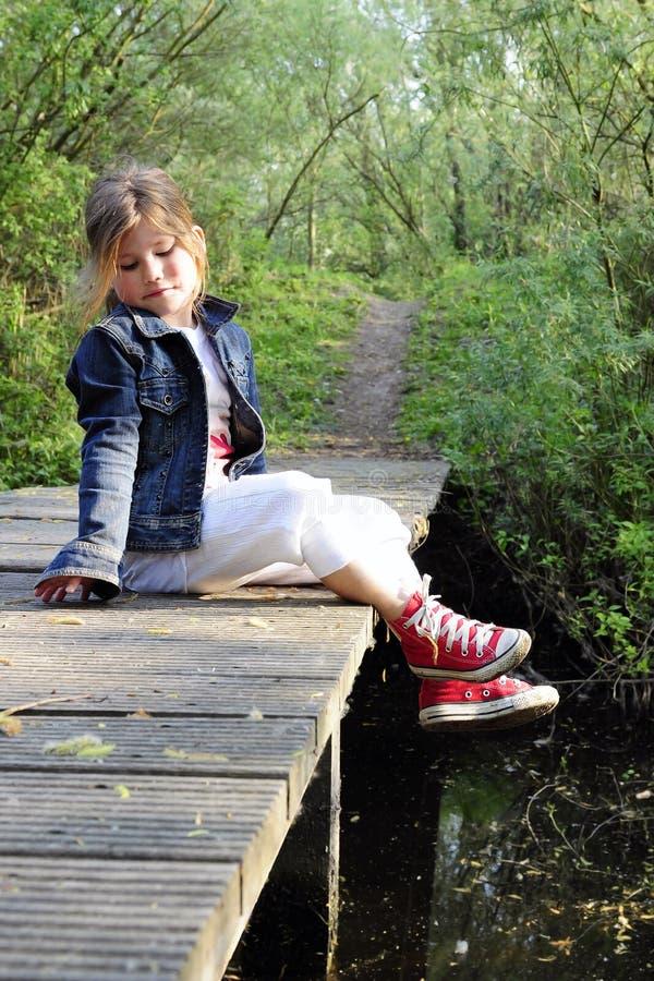 Utomhus- kvinnligt barn för blont långt hår royaltyfria foton