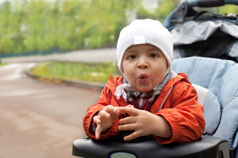 utomhus- litet barn royaltyfri foto