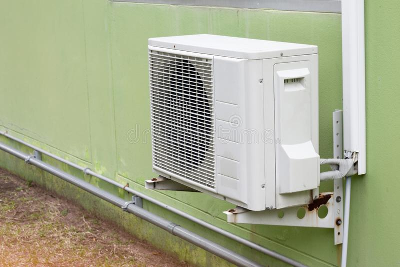 Utomhus- luftkonditioneringsapparatfan royaltyfri fotografi