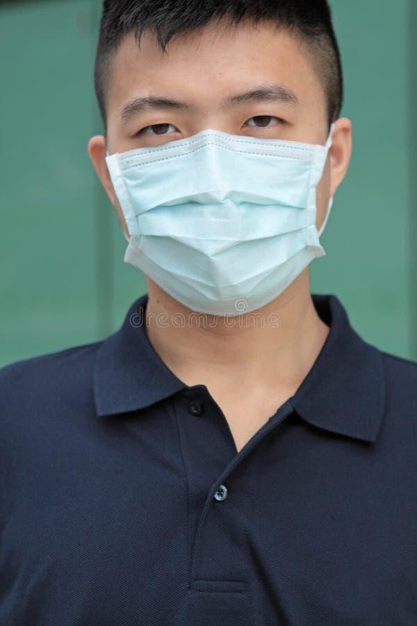 Utomhus- maskering för mankläder royaltyfria bilder