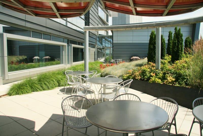 utomhus- modernt kontor för områdeslunch arkivbild