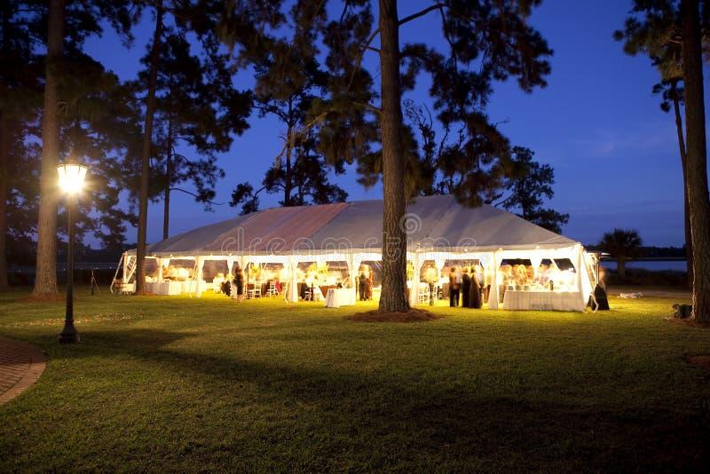 utomhus- mottagandebröllop