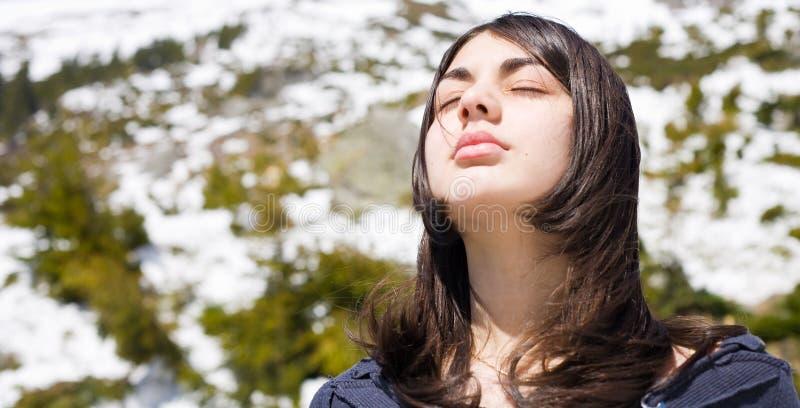 utomhus- nätt för flicka royaltyfri foto