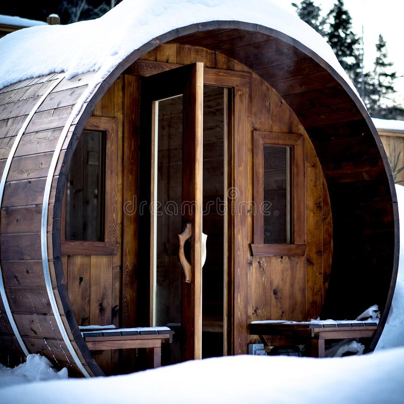 Utomhus- norsk bastu i en kall vinterdag royaltyfri foto