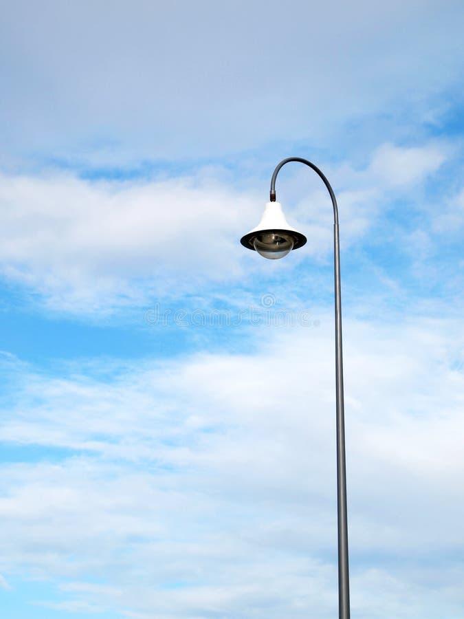 Utomhus- offentlig belysningpol fotografering för bildbyråer