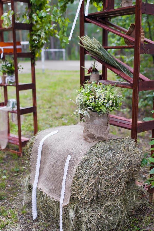 utomhus- platsbröllop royaltyfria bilder