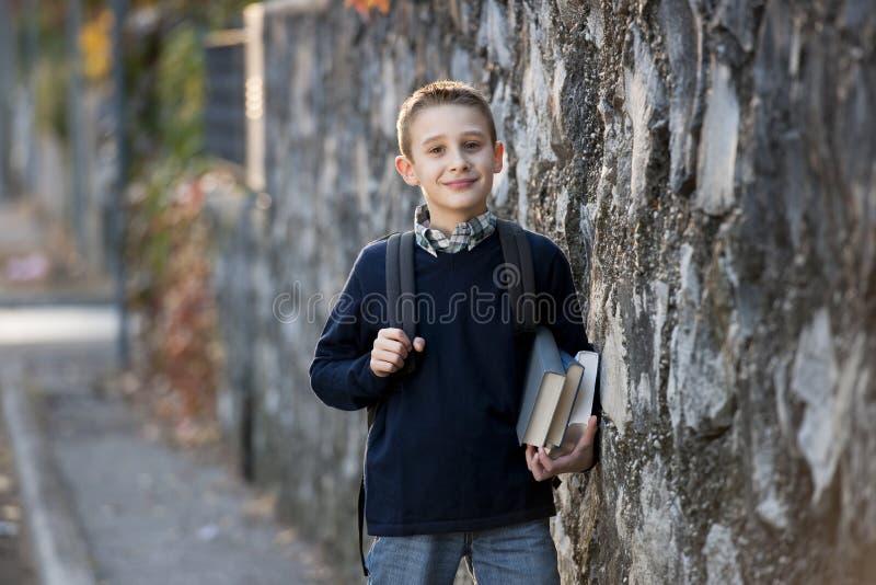 utomhus schoolboy fotografering för bildbyråer
