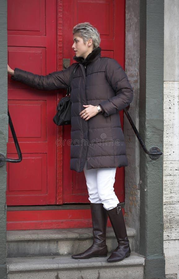 utomhus- shoppingkvinna royaltyfria foton