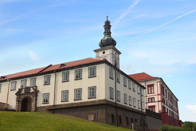Utomhus- sikt på chateauen i Zakupy royaltyfri bild