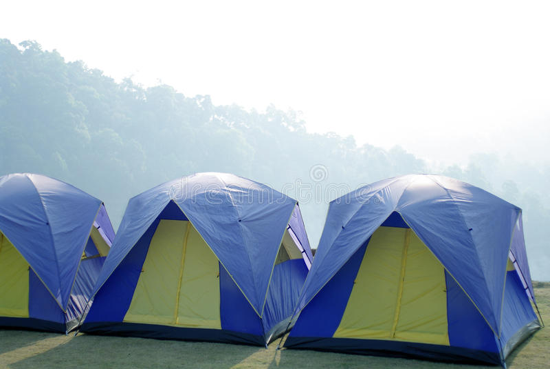Utomhus- tält i det härliga berget royaltyfria foton