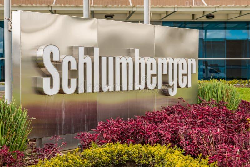 Utomhus- tecken för Schlumberger logo fotografering för bildbyråer